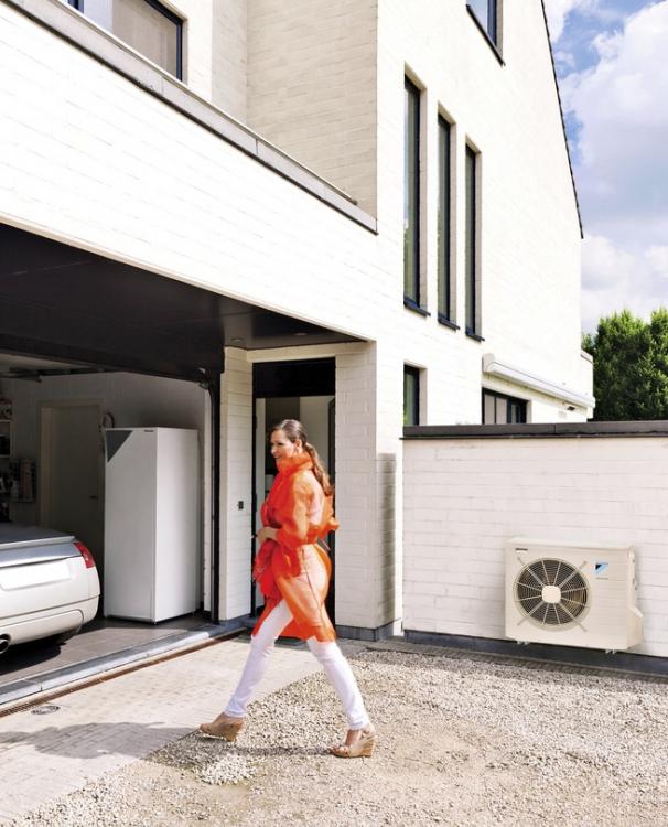 Tepelné čerpadlo Altherma Integrity design (Daikin) systému vzduch-voda v sobě ukrývá i zásobník teplé vody, www.daikin.cz