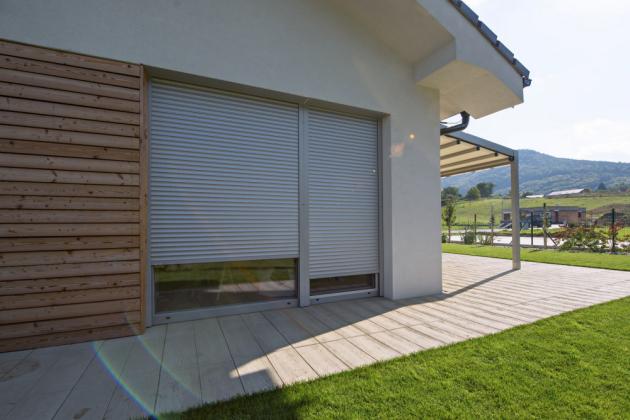 Venkovní rolety dokonale zastíní interiér, výrazně sníží hluk z okolí a také tvoří účinnou překážku pro zloděje, www.climax.cz
