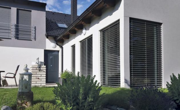 Venkovní žaluzie elegantně dotvoří vzhled každého domu, bytu i budovy, www.lomax.cz