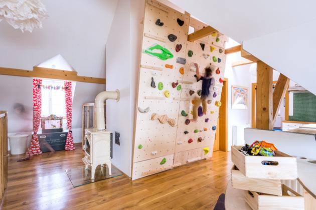 Na lezecké stěně děti vybijí neutuchající energii a také získají potřebné dovednosti