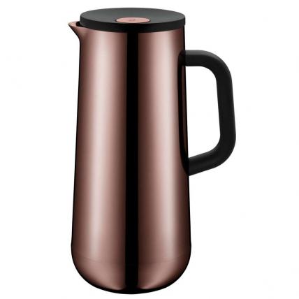 Vakuové konvice od WMF Impulse jsou nejen opravdové funkční zázraky, které udržují čaj nebo kávu v teple až 12 hodin, jsou také mimořádně krásné. Několikrát obdrželi ocenění iF Design Award - celosvětově uznávané ocenění za vynikající design a Reddot awards best of the best. Ať už v mědi, nerezové oceli nebo jiných barvách - tato konvice bude jistě dobře skvělým dárkem.
