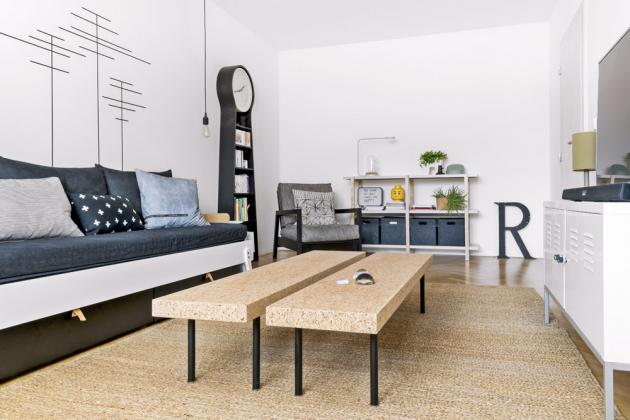 Konferenční stolky s korkovou deskou jsou jedním z designérových velmi oblíbených solitérů