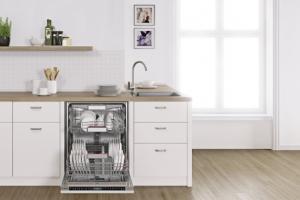 Vestavná myčka SMV88TX46E (Bosch), třída A+++, hlučnost 42 dB, optimální spotřebu vody reguluje systém AquaSensor, cena 30 490 Kč, www.bosch-home.cz