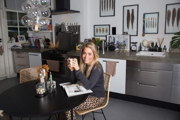 Talentovaná stylistka Charlotta se ráda inspiruje na Instagramu nebo Pinterestu, kde hledá zajímavé bytové doplňky. Navštívili jsme ji v jejím domě v Amsterdamu.