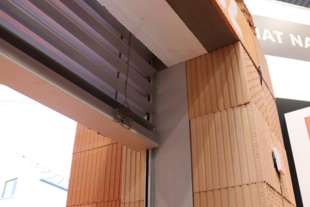 Nová generace roletového a žaluziového překladu HELUZ: Nechme tropická vedra za okny