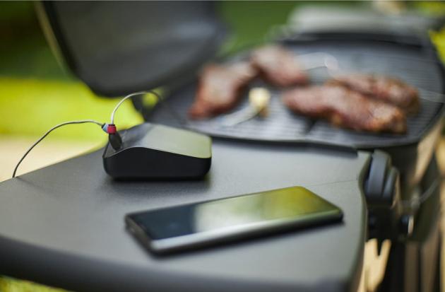 Vaše tajná ingredience, nebo ještě lépe – Grilmaster na telefonu, která vás provede krok za krokem celým postupem, poradí vám s nastavením grilu, upozorní, kdy maso obrátit, bude odměřovat čas do konce přípravy pokrmu a řekne vám v momentě, kdy bude jídlo hotové k servírování – to vše umí chytrý systém Weber Connect.