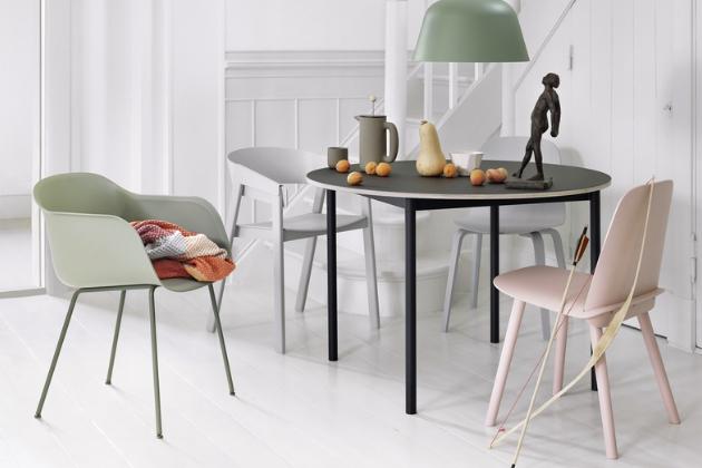 Závěsná lampa Ambit (Muuto), lakovaný hliník, v nabídce několik pastelových odstínů, cena 8 070 Kč, www.designville.cz
