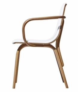 Židle ve tvaru křesla Tram (TON), ohýbaná kulatina, sedák (více barev), cena 12 810 Kč, www.ton.eu