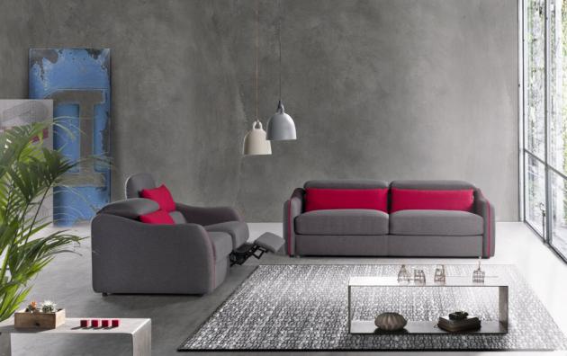 Pohovka ze série Valletuna (IKEA), třímístná s lůžkem, cena 21 500 Kč, www.ikea.cz