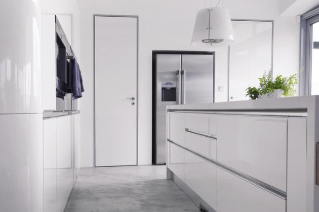 Podlaha v kuchyni vytvořená z povrchu Betonepox®, který dokonale imituje betonovou plochu a zároveň vyniká bezkonkurenční odolností, www.nemec.eu
