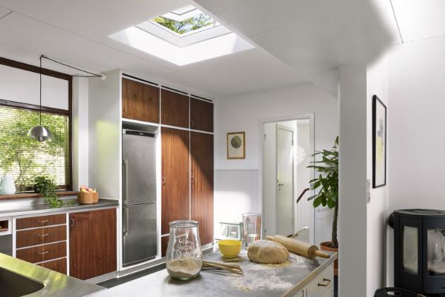 Potřebujete v interiéru více denního světla a čerstvého vzduchu? Pro ploché střechy je elegantním řešením světlík, www.velux.cz