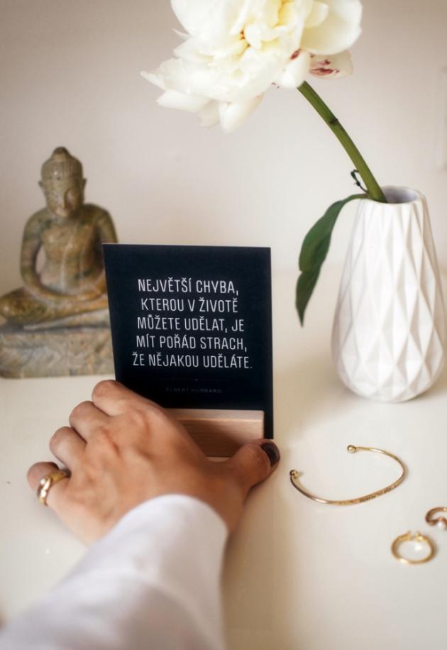 Pro všechny pochybující i věčně optimistické duše. Pro každého, kdo vnímá život jako jedinečný proces. Naše motivační karty dodají vašim běžným dnům kuráž, radost i smysl pro okamžik.