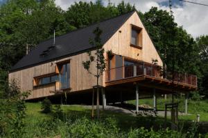 Moderní dřevostavba Freestyle je typovým domem z dílny Prodesi/Domesi. Architekti ji nechali postavit na pozemku v nádherném prostředí na pomezí Českého ráje a Jizerských hor. (Fotografie: Lina Németh)