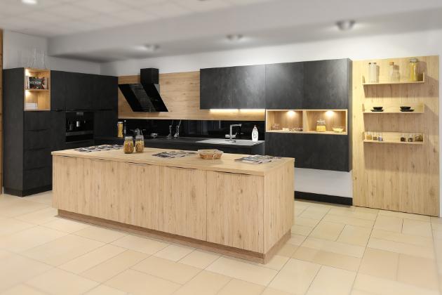 Kuchyně je místo, kde obvykle trávíte nejvíce času. Na nadarmo se jí přezdívá srdce domácnosti. Ať už zde pravidelně snídáte či večeříte srodinou, nebo se spíše věnujete kulinárním experimentům, kuchyň by měla být příjemným a inspirativním prostředím.
