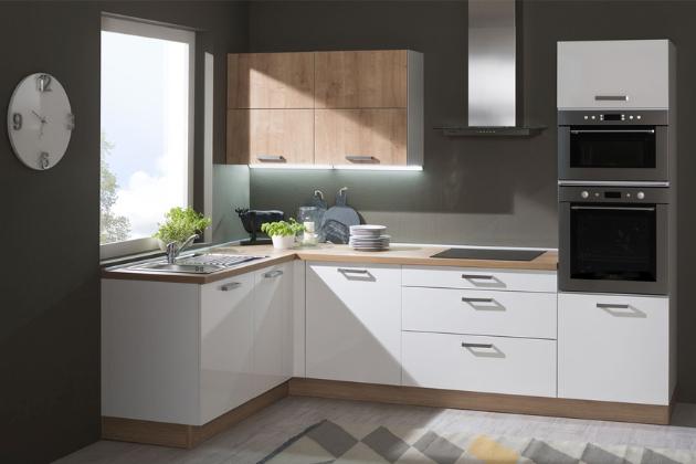 Fádním kuchyním už dávno odzvonilo. Pokud chcete centrum svého domova skutečně vyšperkovat a zároveň využít pár ověřených tipů k povzbuzení nálady, pak jsou vhodně zvolené barvy tím pravým ořechovým. Díky barvám bude vaše kuchyň jednak skvěle vypadat, jednak se v ní budete cítit opravdu dobře.