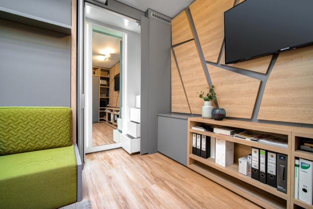 V pražské Michli vznikl projekt MOODEN flat navržený a realizovaný designérským studiem MOODEN, který dokazuje, že i na velmi malém prostoru je možné díky promyšlenému profesionálnímu návrhu na míru vytvořit perfektní podmínky pro život.