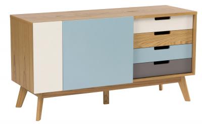 Retro komoda Kaser Blue, korpus dubová dýha, nohy dubový masiv, 47 × 71 × 135 cm, cena 17 549 Kč, www.design4life.cz