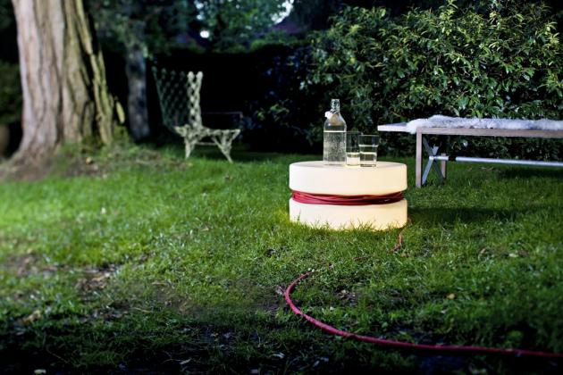 Světelná lampa Yoyo (Authentics), polyetylen, délka kabelu 16 m, O 47 cm, výška 28 cm, cena 7 690 Kč, www.bonami.cz