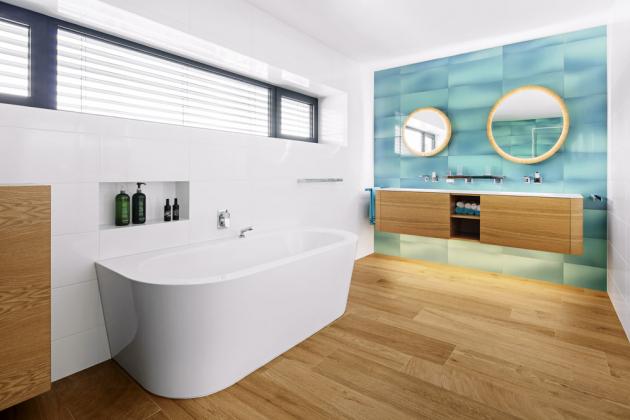 RODINNÁ KOUPELNA O vybavení koupelen se postarala společnost Dorint. V té největší je umístěná vana i sprchový kout