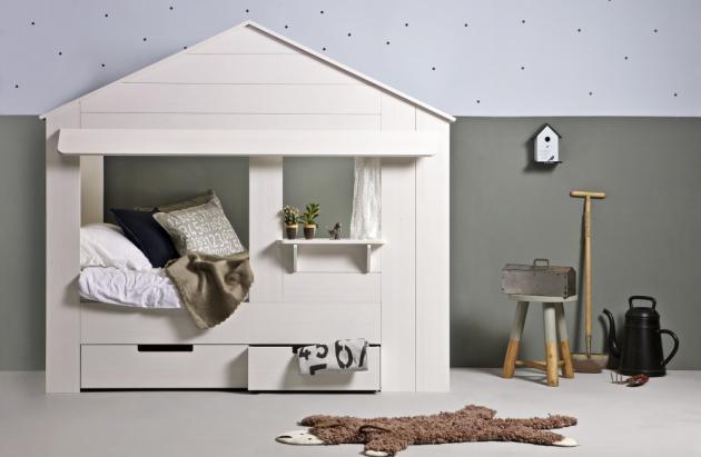 Bílá dětská postel Huisie (Woood), lakované borovicové dřevo, 210 × 187 × 99 cm, cena 13 599 Kč, www.bonami.cz
