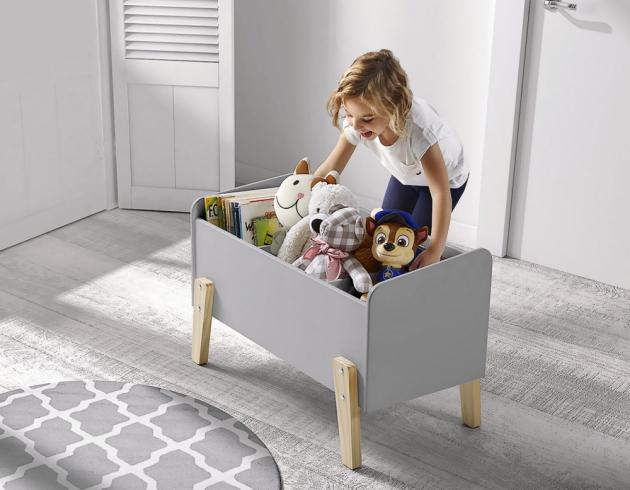 Skříňka na hračky z kolekce Kiddy (Vipack Furniture), MDF/masiv, 80 × 39 cm, výška 47 cm, cena 3 024 Kč, www.nabytek-aldo.cz