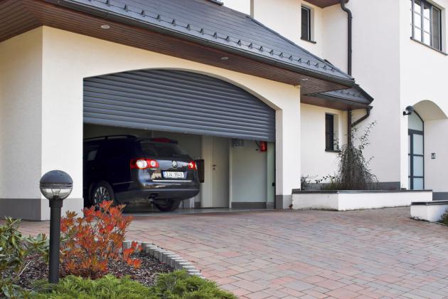 Konstrukční řešení rolovacích garážových vrat umožňuje maximální využití prostoru garáže bez nároku navětší stavební úpravy, www.minirol.cz