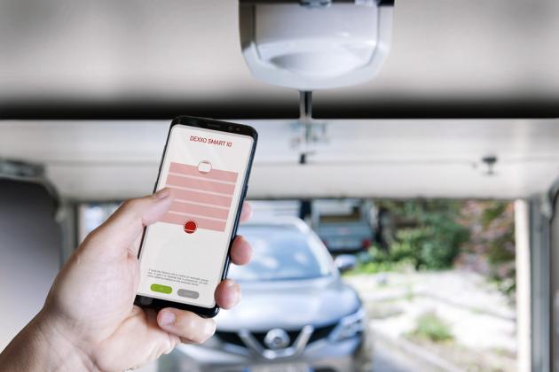 Stropní pohon Dexxo Smart io (Somfy) je kompatibilní sTaHoma aConnexoon, tedy sřídicími jednotkami chytré domácnosti, www.somfy.cz