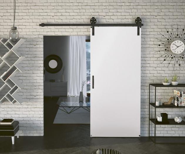 Posuv po zdi Design line (CAG), dveře Primum P lakované hladké RAL 9003, cena posuvného systému včetně dveří od 8 300 Kč, www.dverecag.cz