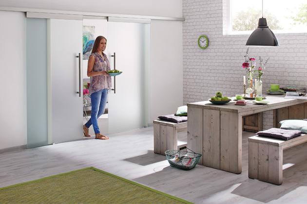 Dvoukřídlé dveře z bezpečnostního mléčného skla jsou funkčním, ale zároveň velmi atraktivním prvkem,  který decentně rozdělí prostor bytu, www.hormann.cz