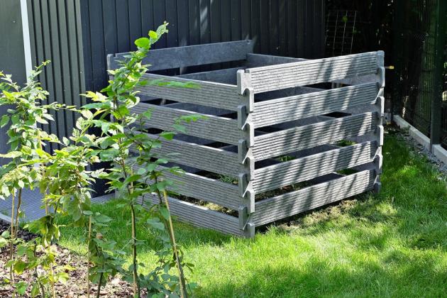 Stavebnice kompostéru obsahuje 20 ks prken o rozměru  130 × 30 mm v délce 1,2 m, materiál Traplast, cena 2 590 Kč, www.recyklace.cz