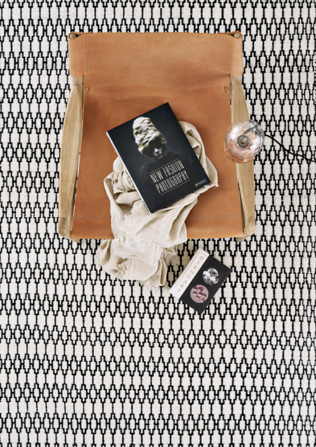 Ručně tkaný vlněný koberec Elliot White Black (Linie Design),  170 × 240 cm, cena na dotaz, www.bonami.cz