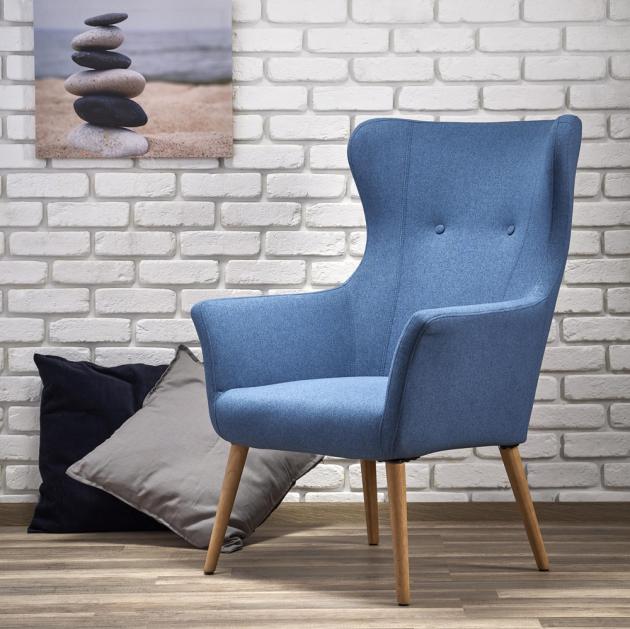 Křeslo Cotto má modrý látkový potah adřevěné nohy, cena 4499Kč, www.jena-nabytek.cz