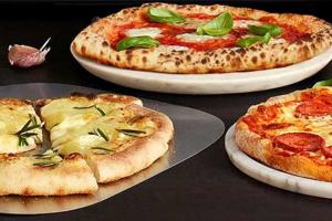 Domácípizza pec Sage The Smart Oven Pizzaiolo od prémiové značky Sageběhem chvilky upeče pizzu jako z pravé pece na dřevo.