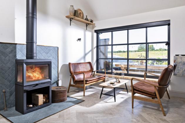 obytný prostor Leitmotivem celého interiéru je důraz na jednoduchost, pohodlí a maximální využití přírodních materiálů