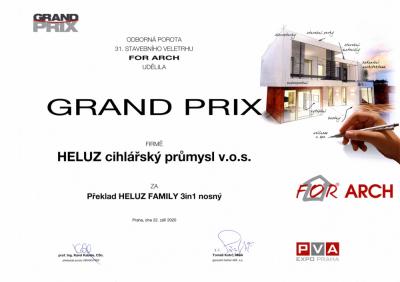 PŘEKLAD HELUZ FAMILY 3in1 nosný dostal cenu GRAND PRIX
