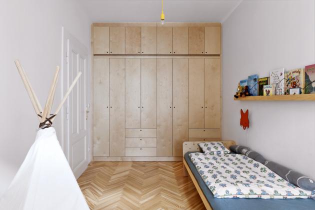 DĚTSKÝ POKOJ V dětském pokoji si majitelka přála zachovat střídmost, a nechat tak volné pole působnosti pro kreativitu dítěte