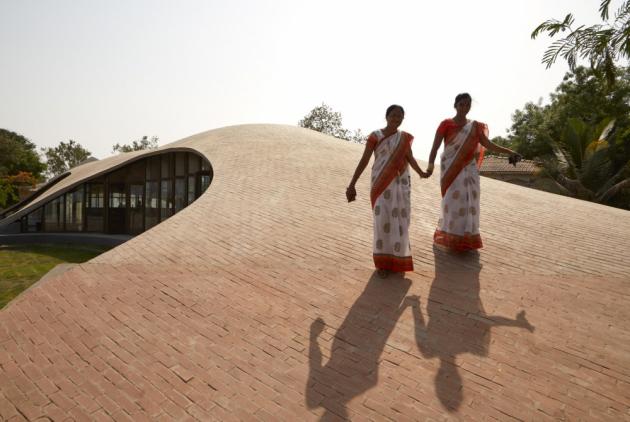 Knihovna Maya Somaiya, Kopargaon, Indie  Architect: Sameep Padora and Associates, Maharashtra/India  Copyrights: Edmund Sumner