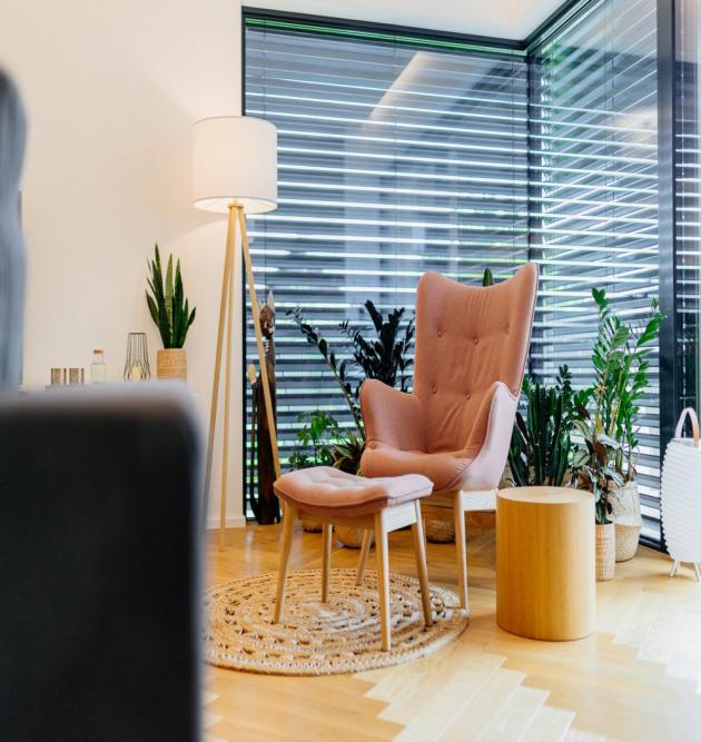Vápenopísková tvárnice Silka vyniká jedinečnými zvukově izolačními schopnostmi. Splňuje tak vysoké akustické požadavky na mezibytové stěny nebo na konstrukce oddělující provozy s nadměrným hlukem.