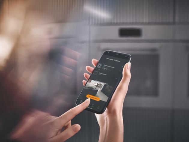 Lídr na trhu prémiových domácích spotřebičů, německá značka Miele, představuje tři výjimečné funkce pro kuchyň nové generace – Smart Food ID, Smart Browning Control a CookAssist. Tyto nové funkce budou dostupné prostřednictvím aktualizací nové aplikace Miele Smart Home.