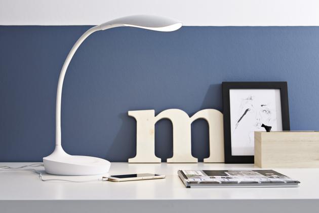 Stolní lampa Swan USB (Markslöjd), výška 45 cm, zdroj světla LED, cena 1 980 Kč, www.hg¬lamps.cz