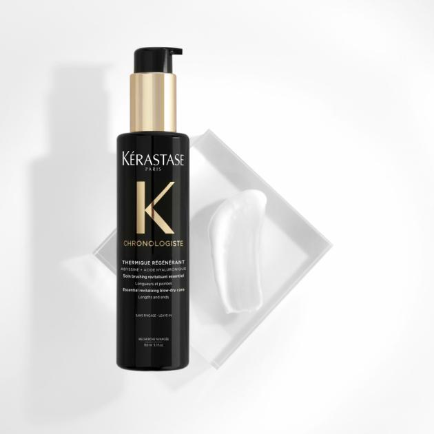 Vyzkoušejte termoochrannou péčiKérastase Chronologiste Thermique Regenerantskyselinou hyaluronovou, vitamínem E aAbyssine chránící vlasy během stylingu a předcházející jejich poškození teplotou až do 230 °C. Bílý hedvábný fluid obalí vlasy ochranným filmem auzavře vlasové kutily, což je účinně chrání nejen před teplem, ale i krepatěním avlhkostí.