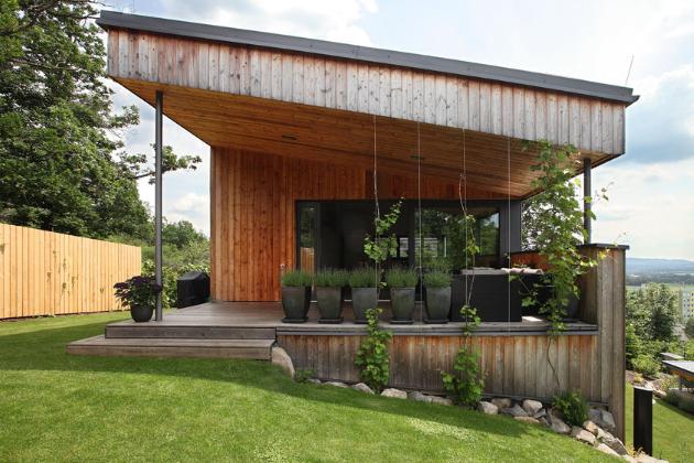 Architektonický ateliér Prodesi je autorem dřevostavby srozlohou 120m2 nacházející se vDobříši.