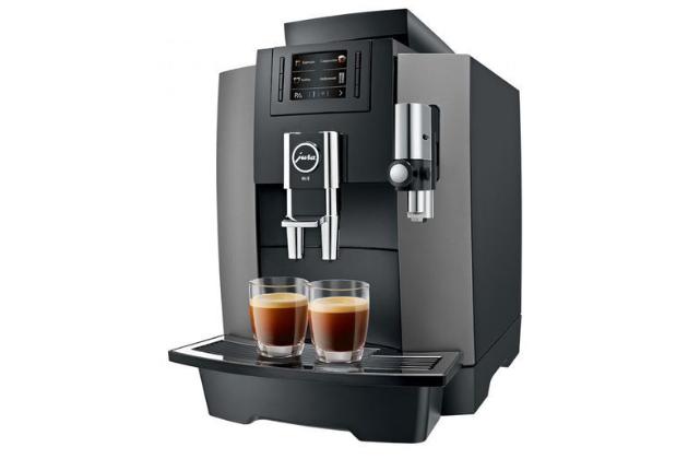Chytrou volbou pro obsloužení většího počtu lidí během dne a pro přípravu hned několika rozdílných druhů nápojů jsou například kvalitní kávovary značky JURA
