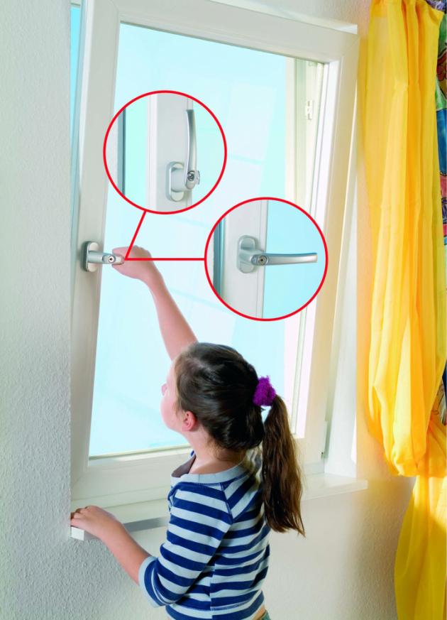 Existuje však i jiná metoda, která vtipně využívá okenní profil. Je jím systém SYNEGO 116. Jedná se o efektivní a přitom velmi účinný způsob pasivního větrání. Křídlo tohoto systému je identické jako u jakéhokoliv jiného okna