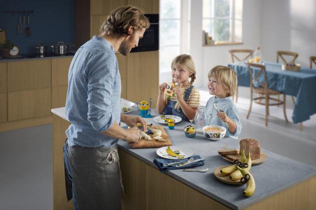 Německá prémiová značka WMF přichází s šestidílnými dětskými sadami, které jsou navržené s pohádkovými motivy a obrázky.