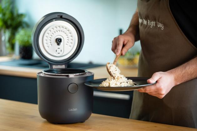 Lauben Low Sugar Rice Cooker 1500AT je pomocníkem, který nejen uvaří, ale díky funkci Low sugar, přímo při vaření oddělí nadbytečné cukry. Ty jsou tak průběžně oddělovány od škrobu a ve speciální vnitřní poklici se ukládají ve formě želatiny. Podíl sacharidů v uvařené rýži lze