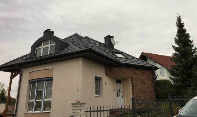 1. místo: střecha na rodinném domě v Hlincové Hoře realizovaná firmou Střechy MD z Kamenice nad Lipou.  Jednalo se o celkovou sanaci střešního pláště na rodinném domě, pro kterou byla použita Falcovka 11 s břidlicově černou glazurou. Porota ocenila pečlivé provedení všech prací a také náročných detailů u velmi členité střechy.