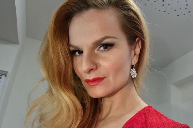 Streamovanou on-line party moderovala Iva Pazderková. Do soutěže se přihlásilo rekordních 240 realizací střech zpálené krytiny Tondach.