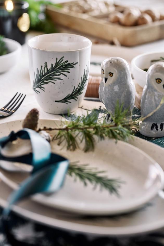 Porcelánový hrnek a oválný talíř (HM), cena 149 a 299 Kč, www2.hm.com/cs