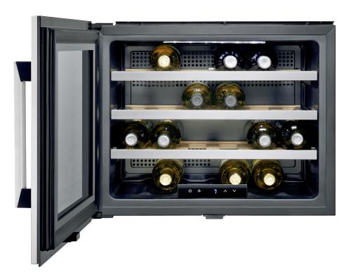 Vinotéka ERW0670A (Electrolux) vhodná k vybavení z řady Compact, výška 45,5 cm, kapacita 24 láhví, cena 23 518 Kč, www.electrolux.cz